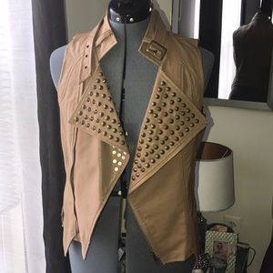 Tops - Faux Leather studded vest✨